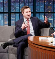 J. D. Vance erzählt in einer amerikanischen Talkshow von seinen Erfahrungen. (Bild: Lloyd Bishop/Getty (New York, 15. März 2017))