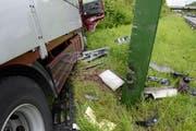 Mit Tempo in den Blitzkasten: Der Wagen fällte einen Temporadar. (Bild: Luzerner Polizei)