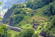 Bahnliebhaber und Touristen schätzen die alte Gotthard-Bergstrecke der Bahn. (Bild: Keystone/Gaetan Bally)