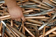 Kupfer ist ein gefragtes Metall. Das wussten wohl auch die in Sugiez gefassten Diebe. (Symbolbild Keystone/ Peter Endig)
