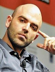 Roberto Saviano prangert Mafiastrukturen an und begibt sich so in Lebensgefahr. (Bild: Hanser-Verlag)