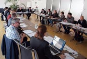 Die Mitglieder der Spezialkommission Gemeindeordnung bei einer Sitzung. (Bild PD)