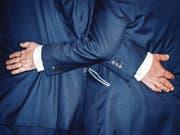 Gute Freunde stärken sich den Rücken. Sie sind füreinander da – oft ein Leben lang. (Bild: Dickon Thompson/Getty)