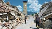 Amatrice sieht ein Jahr nach dem verheerenden Erdbeben noch fast genau so aus wie damals. (Bild: Kyodo News/Getty (Amatrice, 29. Juli 2017))