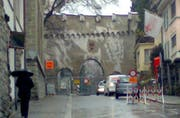 Strassensperre bei der Durchfahrt der Museggmauer. (Handybild Dave Schläpfer/Zisch)