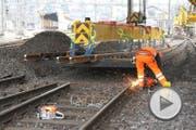 Reparaturarbeiten an Gleisen am Bahnhof Luzern. (Bild: Claude Hagen)