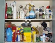 Haushaltschemikalien müssen fachgerecht entsorgt werden. (Bild: Getty)
