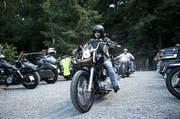 Biker aus der ganzen Schweiz feiern mit. So auch Jeannette Kaiser aus Altendorf. (Bild: Corinne Glanzmann / Neue LZ)