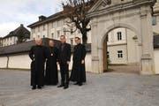Von links: Pater Robert Bürcher, Abt Berchtold Müller, Rektor Thomas Ruprecht und Pater Andri Tuor. (Archivbild Corinne Glanzmann/Neue OZ)