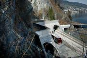 Oberhalb des Kirchenwaldtunnels müssen Netze zur Gewährleistung der Sicherheit montiert werden. (Bild: Corinne Glanzmann / Neue LZ)