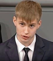 Der 16-jährige Gymnasiast Nikolai Desjatnischenko während seiner Rede im deutschen Bundestag. (Bild: Screenshot ARD)