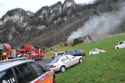 Rauch dringt aus einem Bauernhaus in Hergiswil. (Bild: Matthias Piazza (Hergiswil, 19. Januar 2018))