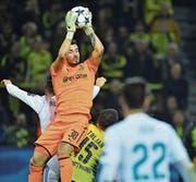 Bleibt er die Nummer eins bei Borussia Dortmund? Der Schweizer Goalie Roman Bürki im Champios-League-Spiel gegen Real Madrid. (Bild: Bernd Thissen/Keystone (Dortmund, 26. September 2017))