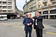 Die Initianten Franz Zihlmann (rechts) und Marcel Sigrist am Schwanenplatz, welcher Ausgangspunkt für die Metro werden soll. (Bild: Corinne Glanzmann / Neue LZ (Archiv))