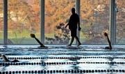 Morgentraining des Schwimmklubs Luzern im Hallenbad Allmend. Bild: Nadia Schärli (Luzern, 5. 11. 2015)