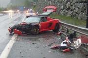 Der Lotus war nach dem Aufprall nur noch Schrott. (Bild: Kantonspolizei Uri)
