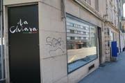 ... und das Geschäft steht leer. Bauarbeiter sind im Lokal zugange. Und der Schriftzug von der Fensterscheibe wurde bereits entfernt. Nur die schwarze Tafel zeugt noch vom ehemaligen italienischen Restaurant. (Bild: nop)