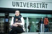 Auch sie muss Mehrkosten berappen: Theresa Ruppel (23) aus Deutschland studiert seit 2011 an der Uni Luzern Jus. (Bild Dominik Wunderli)