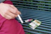 Die grünen Zigaretten der Marke Heimat sind zwar legal, werden aber nicht überall toleriert. (Symbolbild: Maria Schmid (18. September 2017))