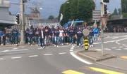 FCL-Anhänger blockierten die Seebrücke und zogen anschliessend Richtung Allmend. (Bild: red)