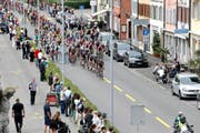 Bereits letztes Jahr startete die Tour de Suisse im Kanton Zug. Die zweite Etappe führte unter anderem durch die Stadt Zug. (Archivbild Stefan Kaiser)