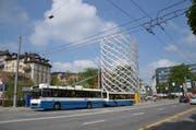Der provisorische Turm am Pilatusplatz. (Bild: Luca Wolf / Neue LZ)