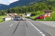 Die Kollision der beiden Autos forderte einen Verletzten. (Bild: Kapo Schwyz)