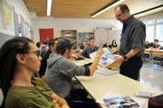 Die Maturaklasse 6b der Kantonalen Mittelschule Uri beim Englischunterricht. (Bild Urs Hanhart)