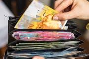 Um das Loch in den Luzerner Finanzen zu stopfen, dürfte eine Steuererhöhung unumgänglich sein. (Bild: Keystone)