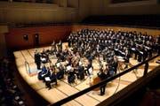Der Luzerner Konzertchor und das Capriccio Barockorchester schafften es, dass die «Schöpfung» im KKL unter die Haut ging. (Bild: Nadia Schärli)