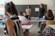 Blick in das Schulzimmer einer Oberstufen-Klasse. (Bild: Keystone)