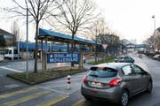 Grenzübergang Moillsulaz bei Genf. In der Schweiz sind fast 170 000 Franzosen als Grenzgänger erfasst, beinahe doppelt so viele wie noch 2002 (Symbolbild). (Bild: Keystone / Christian Beutler)