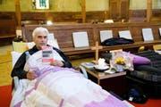 Im Hungerstreik: der reformierte Pfarrer Daniel Fatzer vergangenen Freitag in der Kirche Saint-Laurent in Lausanne. (Bild: Keystone/Manuel Lopez)