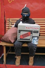 Romeo Engeler (9), Sursee: «Die Idee kam uns beim Skifahren. Da trugen wir wegen der Kälte immer eine Sturmmaske. Mit dieser sahen wir aus wie Diebe. Der Aufwand hat sich gelohnt: Die Leute fragen uns entweder um Geld oder springen vor uns davon.»