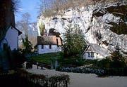 Das zukünftig von Verena Dubacher bewohnte Häuschen (rechts), daneben die Kapelle St. Martin. (Bild pd)