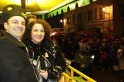 Zunftmeister Giulio Capasso geniesst die Wey-Tagwache mit dem Corso der Guuggenmusigen auf dem Kapellplatz. (Bild: Stefanie Nopper)