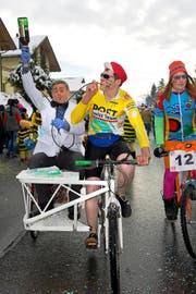 Lance Armstrong und seine Helfer waren in Morgarten zu Gast. (Bild: Christian H. Hildebrand)