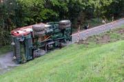 Das Fahrzeug rutschte über die Wiese auf eine Strasse. (Bild Luzerner Polizei)