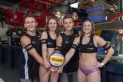Sie sind bereit für die U21-WM der Beachvolleyballer in Luzern: (von links) Florian Breer, Selina Marolf, Yves Haussener und Dunja Gerson. (Bild: PD/Marello Keller)