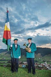 Hasler Familiensache: Fähnrich Andy Vogel (links) mit Sohn Sämy. (Bild: Boris Bürgisser (27. Juni 2017))