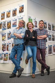 Ressort Kultur und Gesellschaft: Arno Renggli (rechts, Leiter) mit Hans Graber (Leiter Leben) und Regina Grüter (Leiterin APERO). Fotografiert für den Kopfsalat (Bild: .Bild: Dominik Wunderli)
