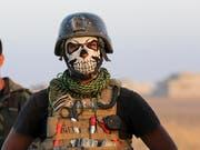 Wer hat keine Angst vor mir? - Mitglied der irakischen Antiterror-Eliteeinheit, die am Sturm auf Mossul beteiligt ist. (Bild: KEYSTONE/AP/KHALID MOHAMMED)