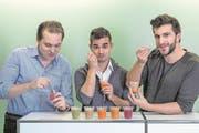 Von links: Die Jungunternehmer Tobias Gunzenhauser (29), José Amado-Blanco (28) und Luca Michas (30) in ihrem Büro in Zug. (Bild: Nadia Schärli (Zug, 5. Dezember 2016))