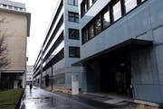 In diesem Gebäude auf dem Siemensareal ist das Unternehmen Shire untergebracht. (Bild: Werner Schelbert (Zug, 24. Januar 2014))