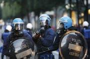 Der FCL-Chaot lief der Polizei auf der Flucht vor der Schlägerei in die Hände. (Symbolbild) (Bild: Archiv / Neue LZ)
