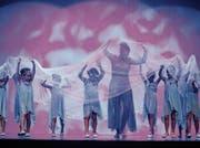 Auch die Kleinsten leisten ihren Beitrag für die gelungene Vorstellung des Tanzateliers Zug.Bild: Stefan Kaiser (30. Juni 2017)