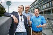 Die drei Start-up-Unternehmer von Twenty Green begutachten ihr erstes Büro im Technopark in Root. Von links: Duncan Sutherland, Adrian Koller und Lukas Hartmann. (Bild Jakob Ineichen)