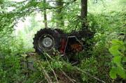 Der Traktor stürzte rund 120 Meter in die Tiefe und konnte bisher noch nicht geborgen werden. (Bild: Kapo Obwalden)