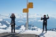 Luzern Tourismus möchte mehr Gastfreundschaft. Zwei Touristinnen auf der Rigi. (Archivbild) (Bild: Neue LZ/Dominik Wunderli)
