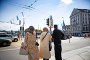 Immer mehr arabische Touristen besuchen Luzern – auf dem Bild eine Gruppe am Freitag beim Schwanenplatz. (Bild Manuela Jans-Koch)